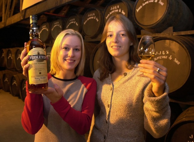 Midleton Whisley, 2001 Midleton Very Rare Lisa Walsh and Pauline Supplison of Irish Distillers trys out the new Batch Picture: Gerard McCarthy  (digi)